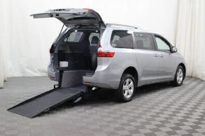 Commercial Wheelchair Vans for Sale - 2017 Toyota Sienna LE ADA Compliant Vehicle VIN: 5TDKZ3DC4HS850789