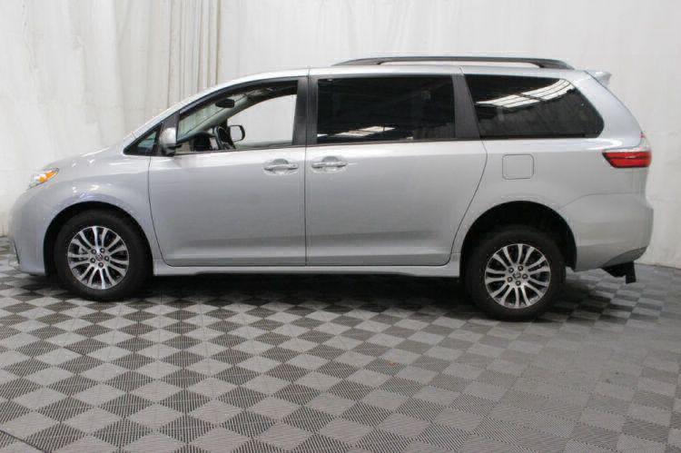 2019 Toyota Sienna XLE Wheelchair Van For Sale #31