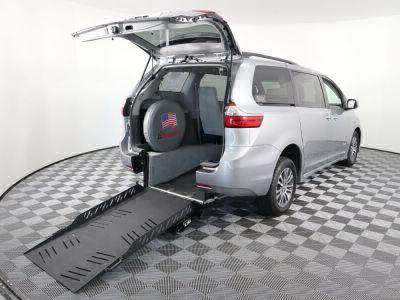 Handicap Van for Sale - 2018 Toyota Sienna XLE Wheelchair Accessible Van VIN: 5TDYZ3DC5JS929288