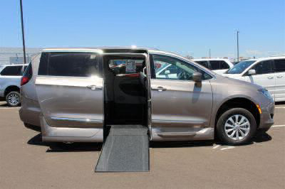 2018 Chrysler Pacifica Wheelchair Van For Sale -- Thumb #3