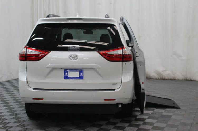 2019 Toyota Sienna XLE Wheelchair Van For Sale #3