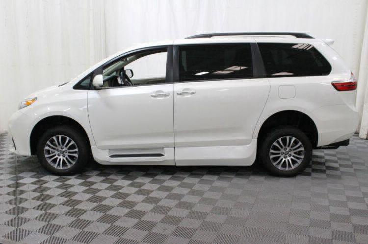 2018 Toyota Sienna XLE Wheelchair Van For Sale #18