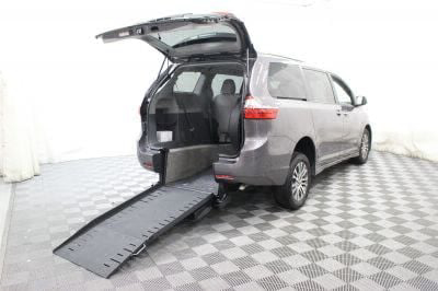 Commercial Wheelchair Vans for Sale - 2018 Toyota Sienna XLE ADA Compliant Vehicle VIN: 5TDYZ3DC2JS910455