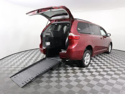 Commercial Wheelchair Vans for Sale - 2018 Toyota Sienna LE 8-Passenger ADA Compliant Vehicle VIN: 5TDKZ3DC5JS909578