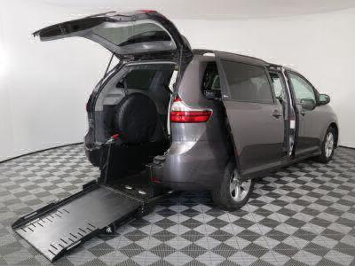 Commercial Wheelchair Vans for Sale - 2019 Toyota Sienna LE ADA Compliant Vehicle VIN: 5TDKZ3DC6KS005014
