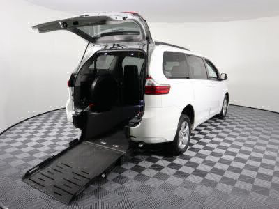 Used Wheelchair Van for Sale - 2017 Toyota Sienna LE Wheelchair Accessible Van VIN: 5TDKZ3DCXHS825654
