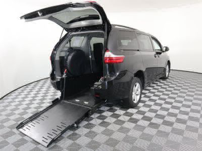 Commercial Wheelchair Vans for Sale - 2019 Toyota Sienna LE ADA Compliant Vehicle VIN: 5TDKZ3DC8KS002518