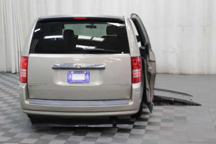 2009 Chrysler Town and Country LX Wheelchair Van For Sale #4