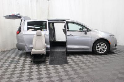 2017 Chrysler Pacifica Wheelchair Van For Sale -- Thumb #29
