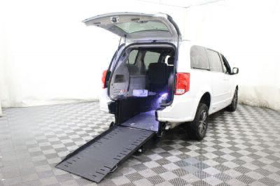 Commercial Wheelchair Vans for Sale - 2017 Dodge Grand Caravan SXT ADA Compliant Vehicle VIN: 2C4RDGCG3HR773351