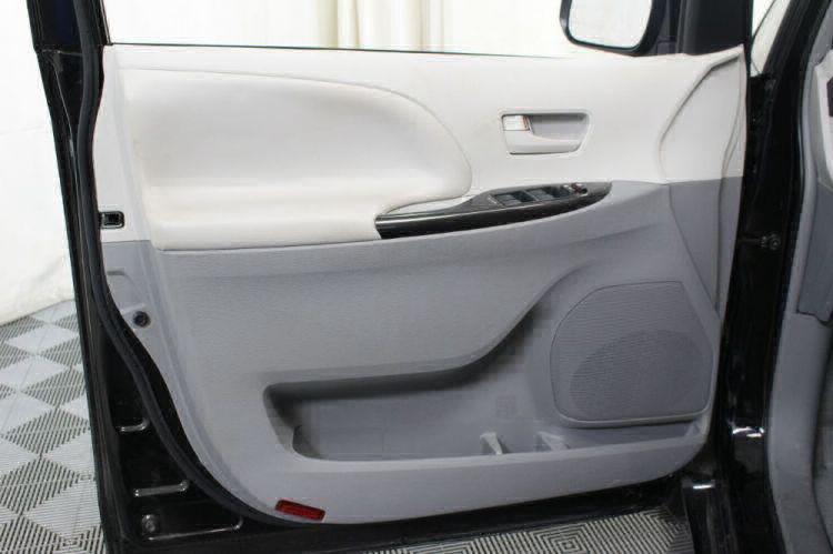 2014 Toyota Sienna LE Wheelchair Van For Sale #18