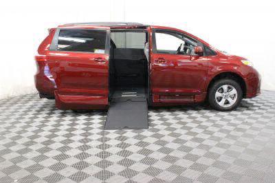2018 Toyota Sienna Wheelchair Van For Sale -- Thumb #2