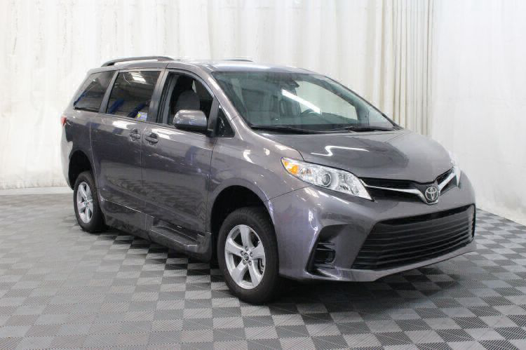 2018 Toyota Sienna LE Wheelchair Van For Sale #16