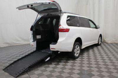 Commercial Wheelchair Vans for Sale - 2018 Toyota Sienna LE ADA Compliant Vehicle VIN: 5TDKZ3DCXJS909558