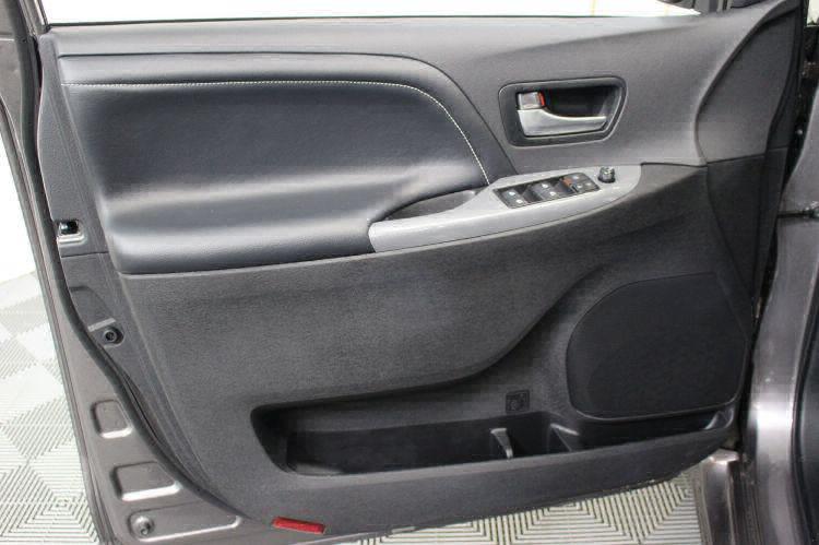 2018 Toyota Sienna SE Wheelchair Van For Sale #15