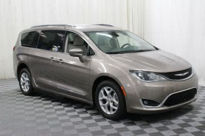 2017 Chrysler Pacifica Wheelchair Van For Sale -- Thumb #17