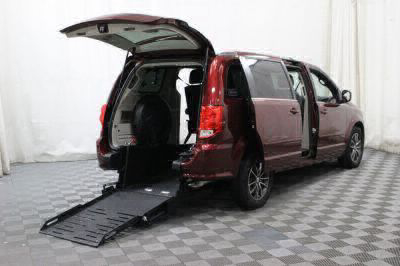 Commercial Wheelchair Vans for Sale - 2017 Dodge Grand Caravan SXT ADA Compliant Vehicle VIN: 2C4RDGCG8HR557480