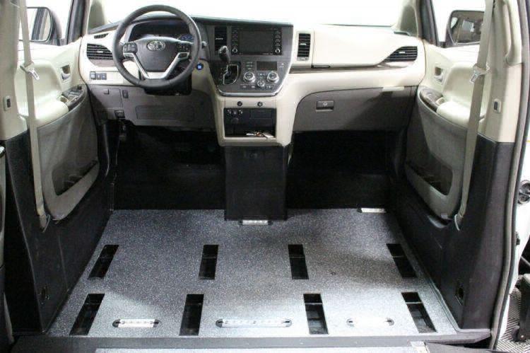 2018 Toyota Sienna XLE Wheelchair Van For Sale #8