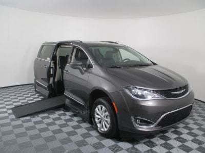 Used Wheelchair Van for Sale - 2018 Chrysler Pacifica Touring L Wheelchair Accessible Van VIN: 2C4RC1BG0JR119138