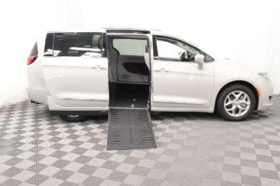 2017 Chrysler Pacifica Wheelchair Van For Sale -- Thumb #2