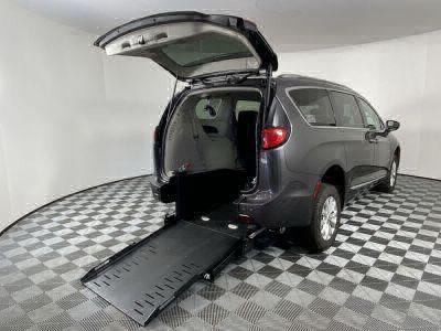 Commercial Wheelchair Vans for Sale - 2019 Chrysler Pacifica Touring L ADA Compliant Vehicle VIN: 2C4RC1BG0KR680845