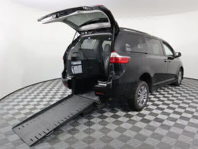 Commercial Wheelchair Vans for Sale - 2018 Toyota Sienna XLE 8-Passenger ADA Compliant Vehicle VIN: 5TDYZ3DC1JS915114