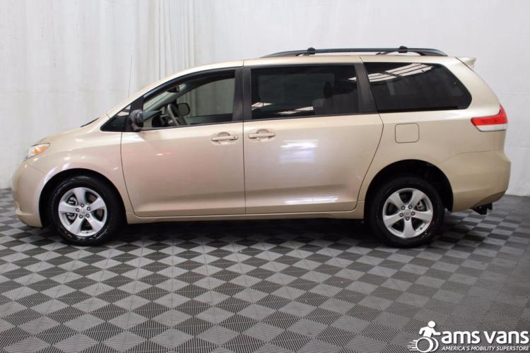 2011 Toyota Sienna LE Wheelchair Van For Sale #11