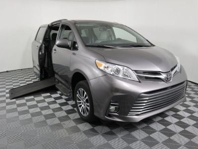 Used Wheelchair Van for Sale - 2018 Toyota Sienna XLE 8-Passenger Wheelchair Accessible Van VIN: 5TDYZ3DCXJS952890