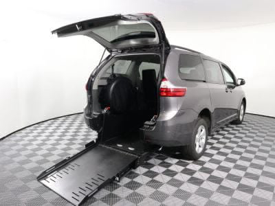 New Wheelchair Van for Sale - 2019 Toyota Sienna LE Wheelchair Accessible Van VIN: 5TDKZ3DC9KS991803