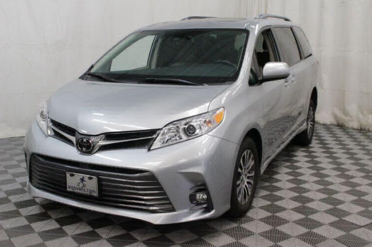 2019 Toyota Sienna XLE Wheelchair Van For Sale #32