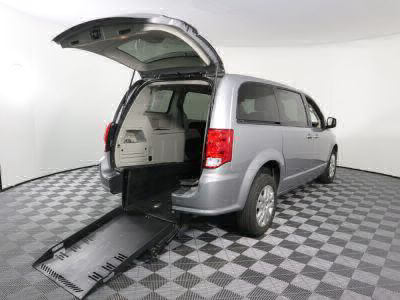 Commercial Wheelchair Vans for Sale - 2018 Dodge Grand Caravan SE ADA Compliant Vehicle VIN: 2C4RDGBG0JR203587