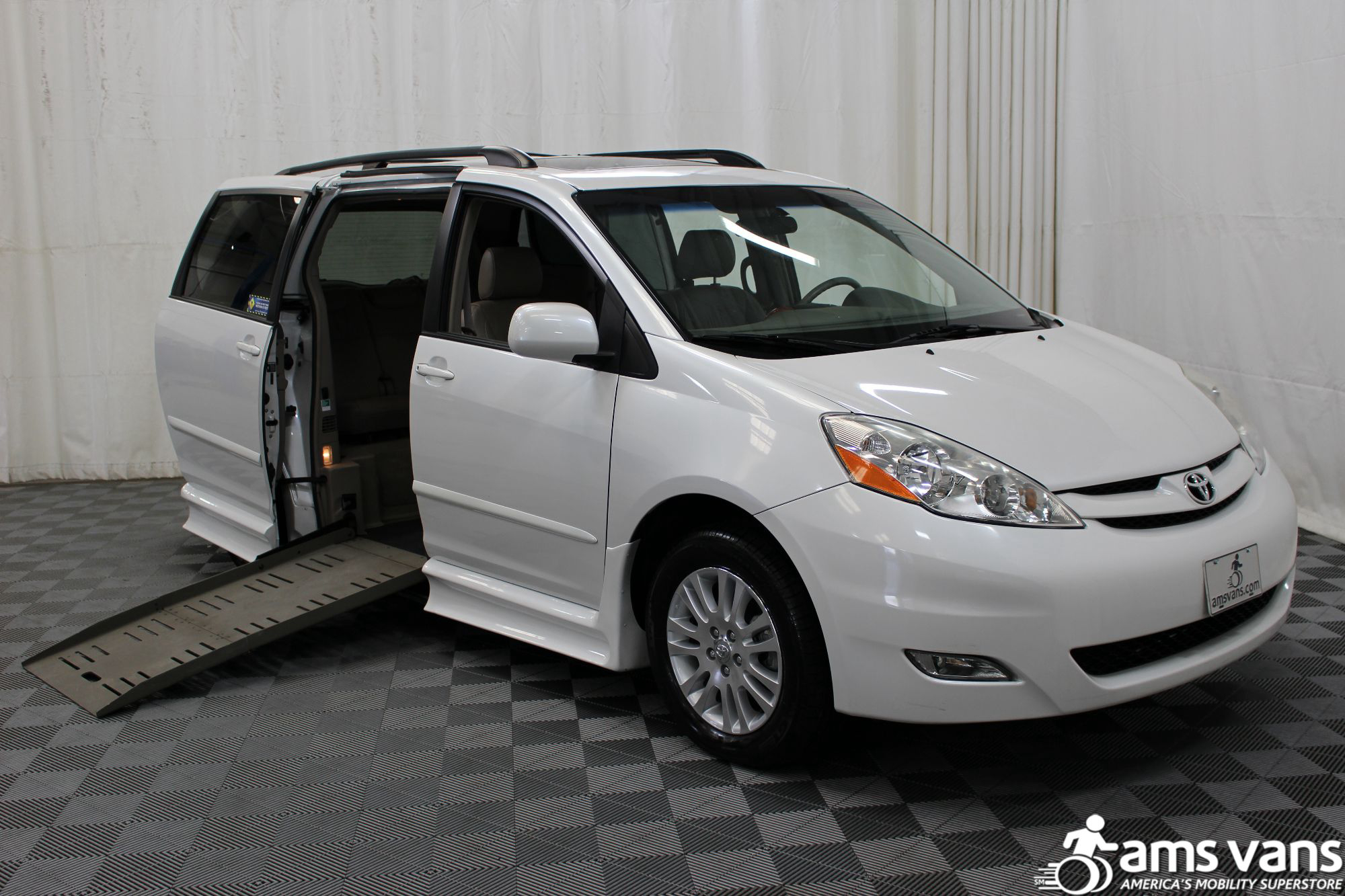 Toyota Sienna Service Manual: Low pitched horn