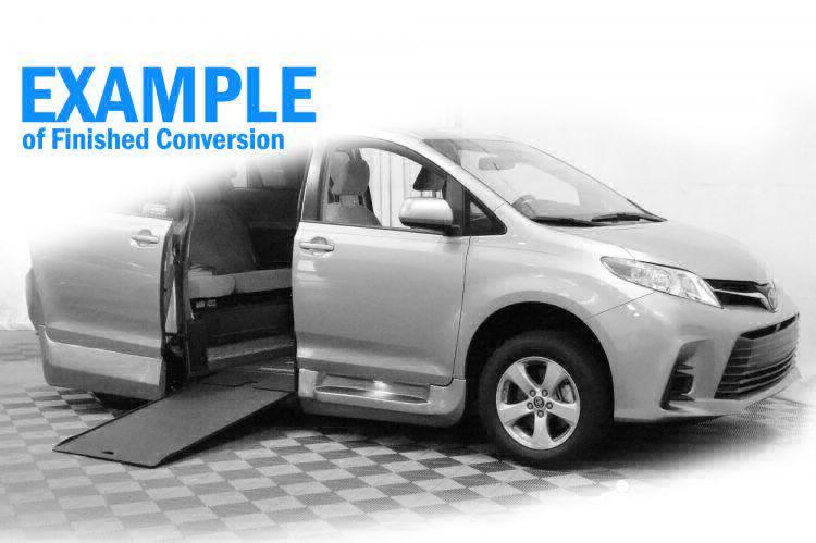 2018 Toyota Sienna SE Wheelchair Van For Sale #11