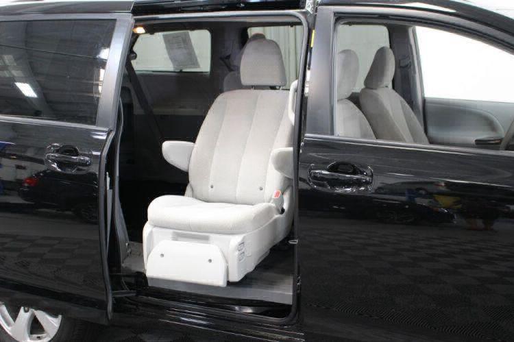 2014 Toyota Sienna LE Wheelchair Van For Sale #38