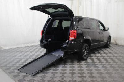 Commercial Wheelchair Vans for Sale - 2018 Dodge Grand Caravan SE Plus ADA Compliant Vehicle VIN: 2C4RDGBG8JR201912