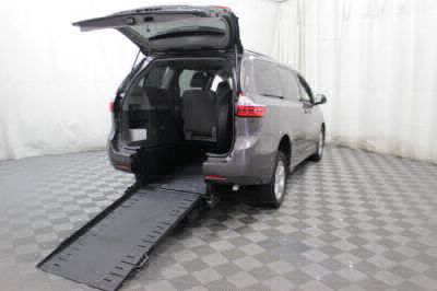 Commercial Wheelchair Vans for Sale - 2018 Toyota Sienna LE ADA Compliant Vehicle VIN: 5TDKZ3DC8JS908604