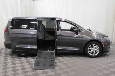 2017 Chrysler Pacifica Wheelchair Van For Sale -- Thumb #2