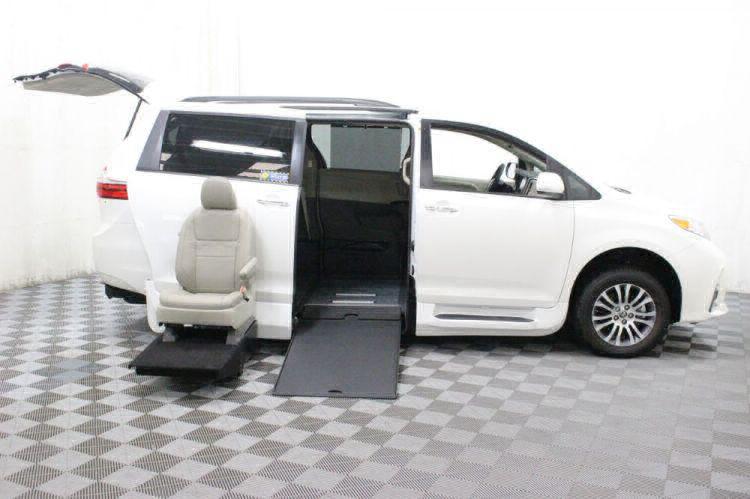 2018 Toyota Sienna XLE Wheelchair Van For Sale #9
