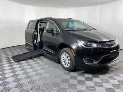 Commercial Wheelchair Vans for Sale - 2019 Chrysler Pacifica Touring L ADA Compliant Vehicle VIN: 2C4RC1BG3KR680659
