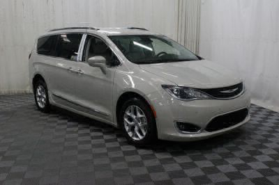 2017 Chrysler Pacifica Wheelchair Van For Sale -- Thumb #5