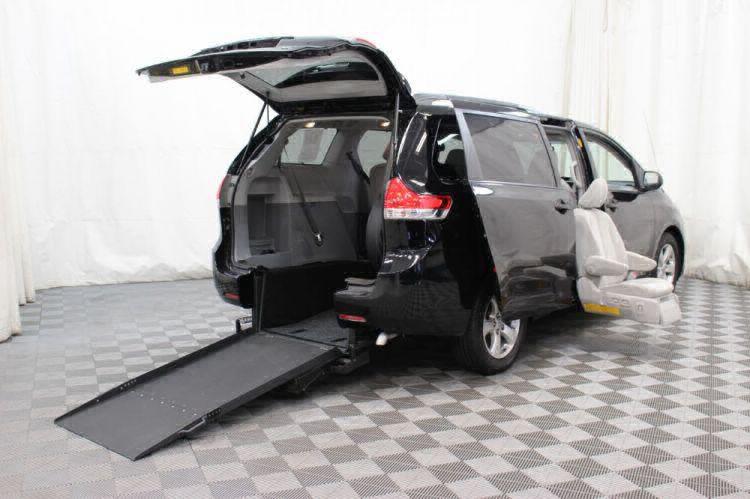 2014 Toyota Sienna LE Wheelchair Van For Sale #1