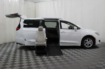 2017 Chrysler Pacifica Wheelchair Van For Sale -- Thumb #15