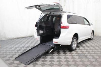 Commercial Wheelchair Vans for Sale - 2018 Toyota Sienna LE ADA Compliant Vehicle VIN: 5TDKZ3DC5JS903831
