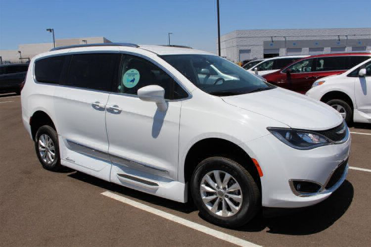 2018 Chrysler Pacifica Touring L Wheelchair Van For Sale #7