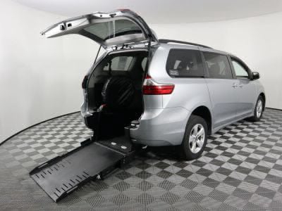 Commercial Wheelchair Vans for Sale - 2020 Toyota Sienna LE ADA Compliant Vehicle VIN: 5TDKZ3DC7LS057527