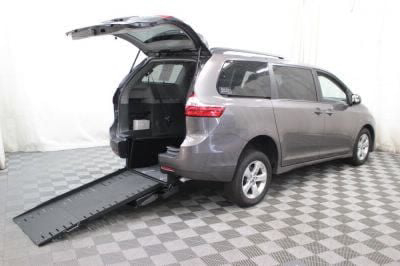 Commercial Wheelchair Vans for Sale - 2018 Toyota Sienna LE ADA Compliant Vehicle VIN: 5TDKZ3DC3JS909501