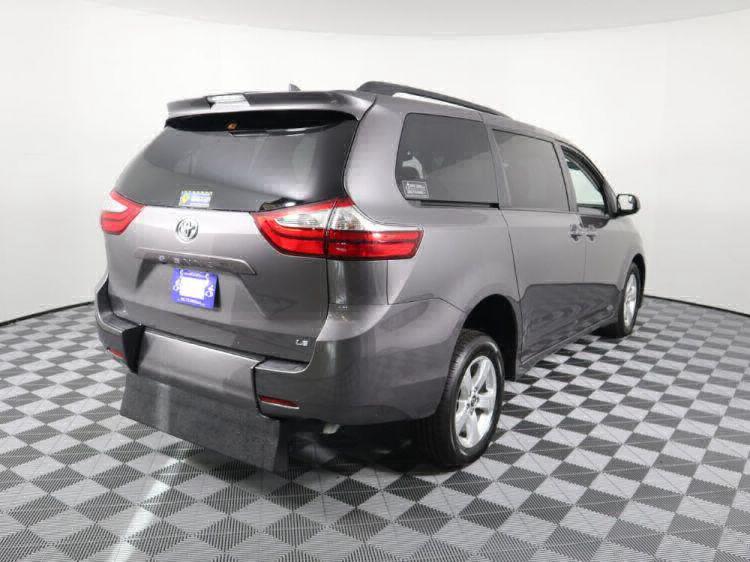 2018 Toyota Sienna LE Wheelchair Van For Sale #7