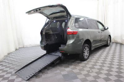 Commercial Wheelchair Vans for Sale - 2019 Toyota Sienna XLE ADA Compliant Vehicle VIN: 5TDYZ3DCXKS980335