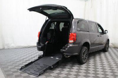 Commercial Wheelchair Vans for Sale - 2018 Dodge Grand Caravan SE Plus ADA Compliant Vehicle VIN: 2C4RDGBG7JR215347