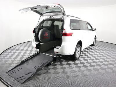 New Wheelchair Van for Sale - 2018 Toyota Sienna LE 8-Passenger Wheelchair Accessible Van VIN: 5TDKZ3DCXJS925100